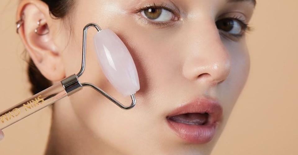 Gua Sha: il massaggio facciale con le pietre preziose